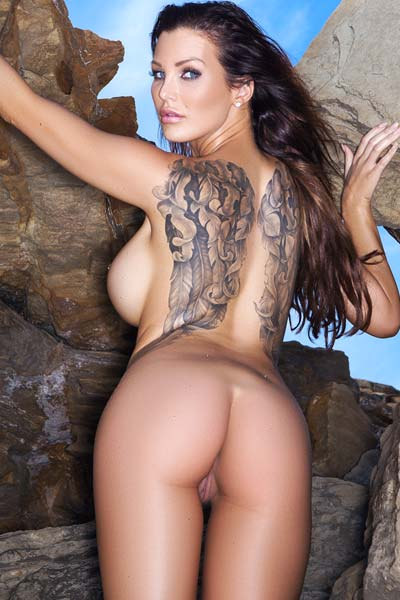 Model Helen de Muro in On the Rocks