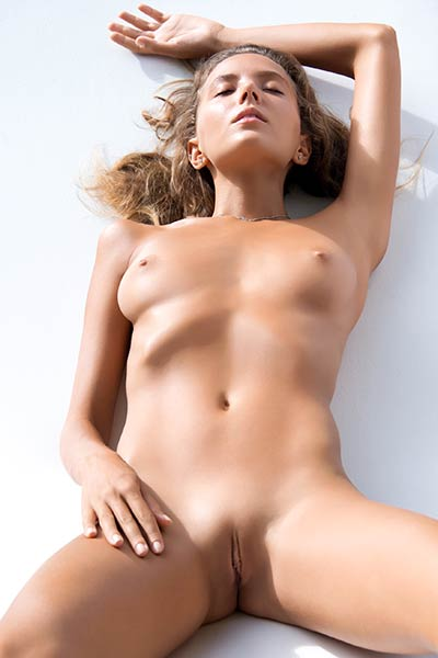 Model Katya Clover in Fun in the Sun