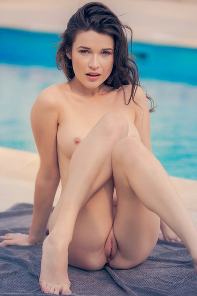 Model Serena Wood in Splash Color