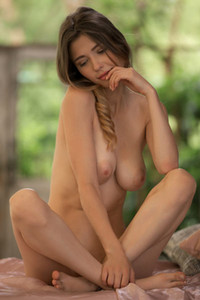 Model Mila Azul in Beyond Compare