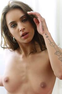 Model Uma Jolie in Soulful Expression